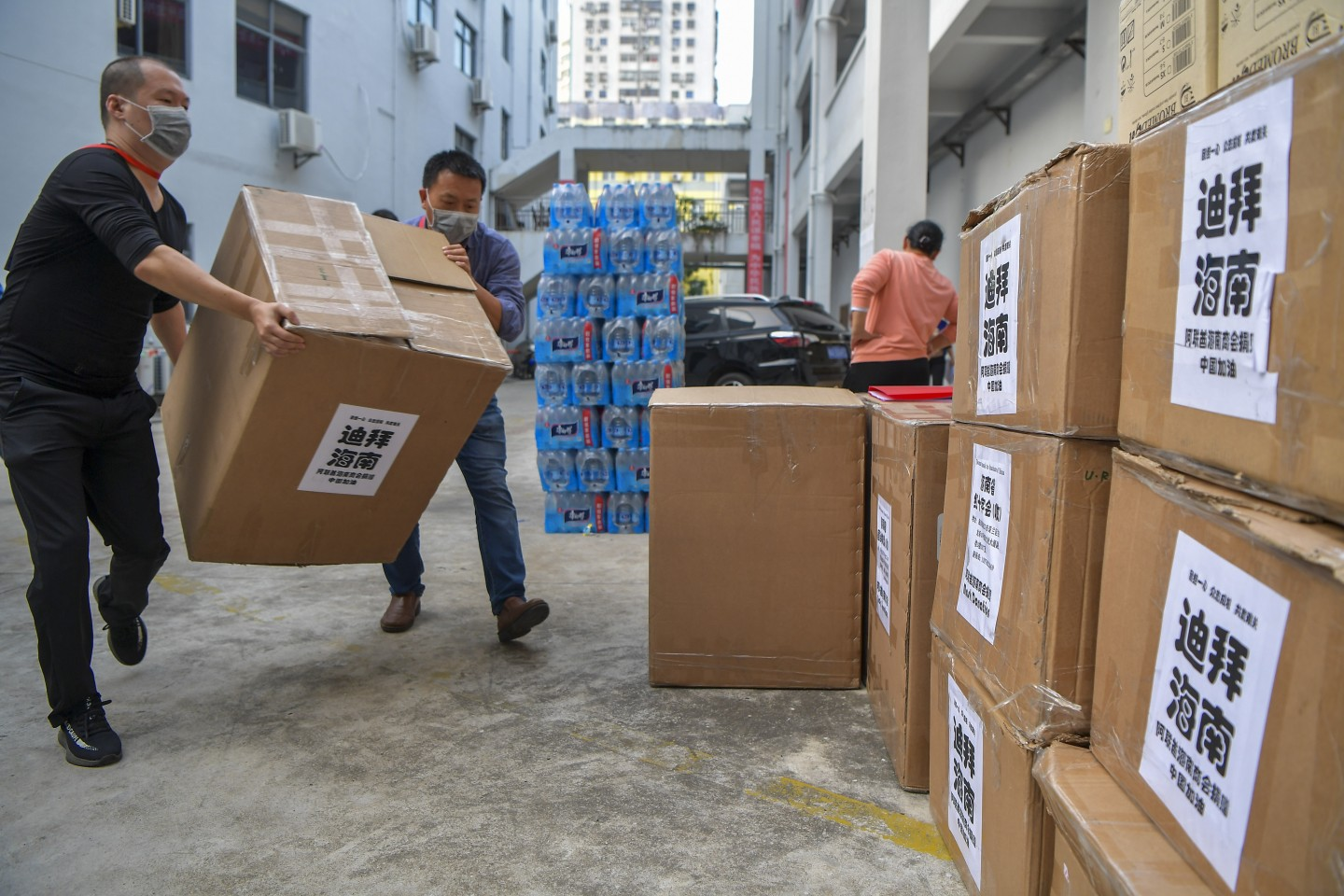 Workers of the Hainan Red Cross Society transport donated medical supplies. (CNS)