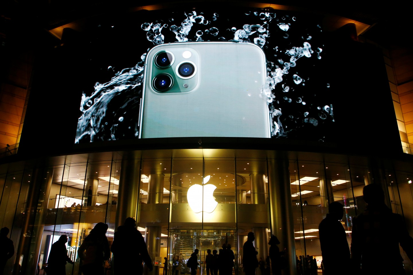 The knowledge economy, symbolised by the Apple iPhone, has caused vastly unequal income distribution and social differentiation within the US, resulting in the loss of fundamental social justice on which society depends. (REUTERS/Florence Lo)
