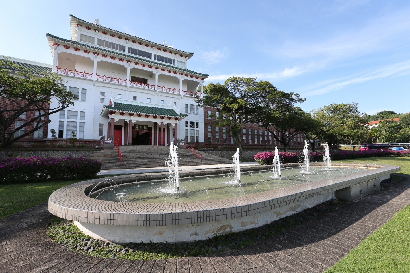 Living here, they get to experience Singapore first-hand, gaining an objective reality of Singapore that is relatively true. The photo shows the Nanyang Technological University's Yunnan Garden and Chinese Heritage Centre, portraying its rich culture and history. (SPH)