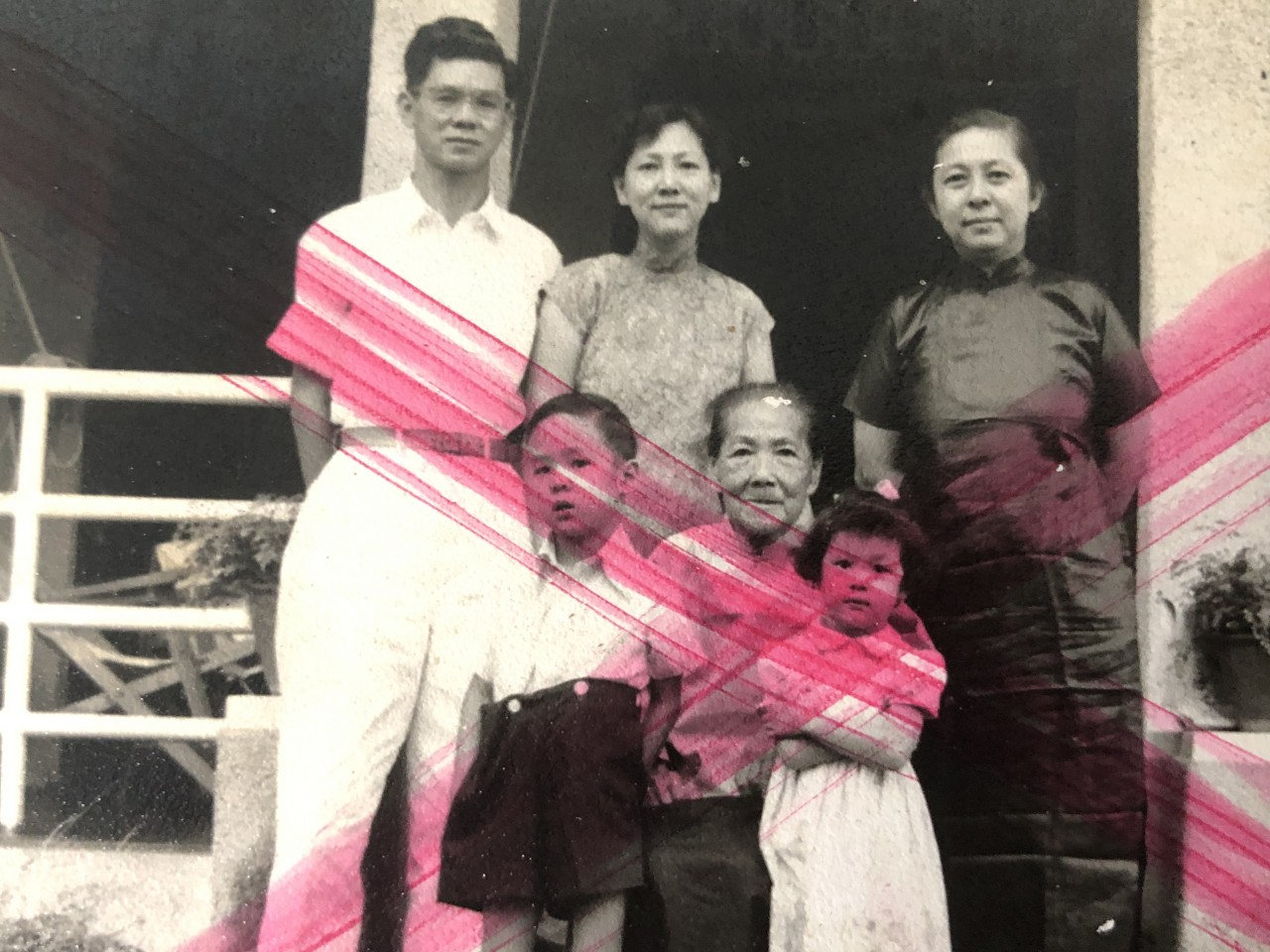 Teo Soon Kim (back row, first from right) visited her sister, Teo Moh Tet (back row, center) in Penang in February 1952.