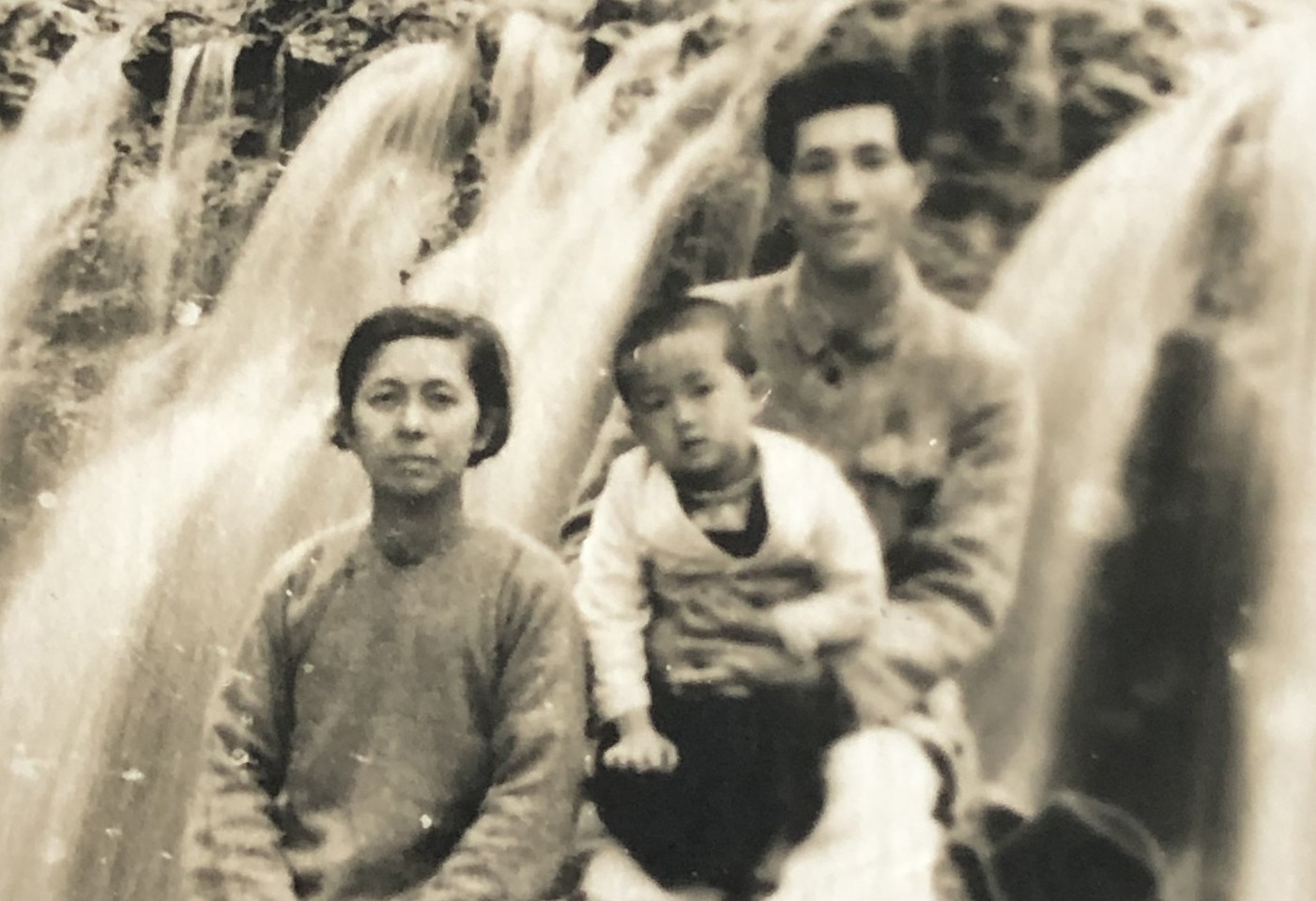 Teo Soon Kim's family photo showing her husband, Wang Zhengang, and their son, Peter Wang.