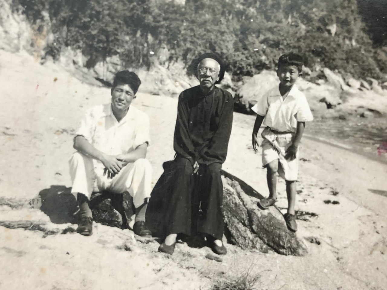 Wang Zhengang (left), Teo Eng Hock (center), and Peter Wang.