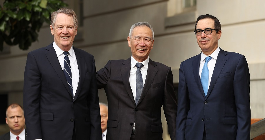 Chinese Vice Premier Liu He (C) poses for photographs with U.S.TradeRepresentative Robert Lighthizer (L) and Treasury Secretary Steven Mnuchin at tradenegotiations in Washington in October 2019 (Chip Somodevilla/Getty Images/AFP)