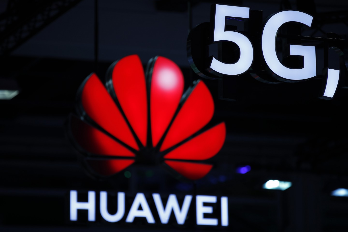The US is in a global campaign to block the adoption of 5G wireless technology made by Chinese telecom giant Huawei. (Stefan Wermuth/AFP)