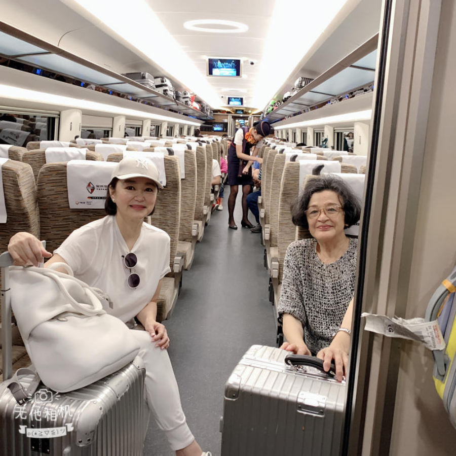 Brigitte Lin (left) and Chiang Ching on a train en route to Shenzhen. (Photo: Brigitte Lin)