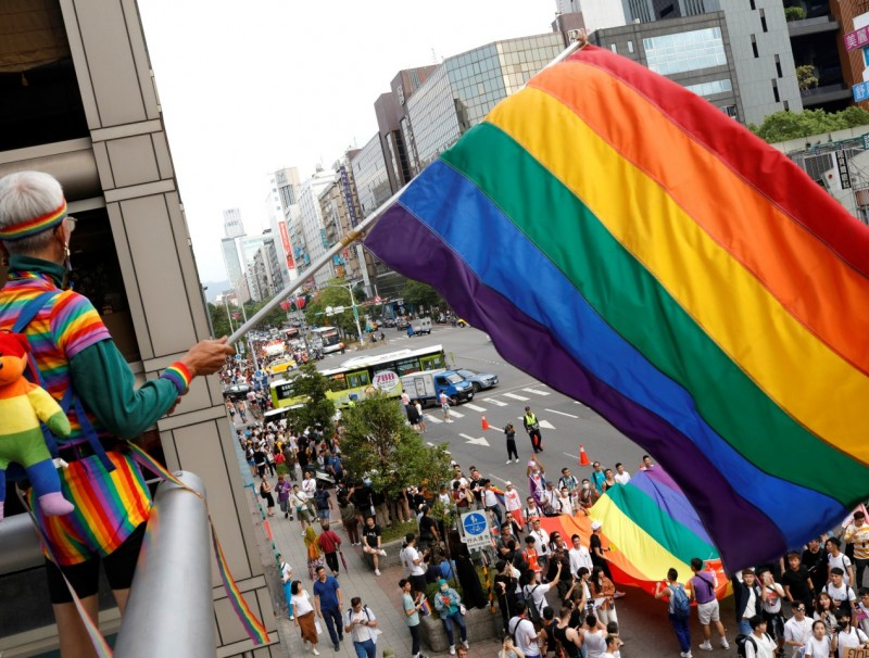 A participant holds a rainbow flag on a balcony during the LGBT Pride parade in Taipei, Taiwan October 26, 2019. (REUTERS/Eason Lam)