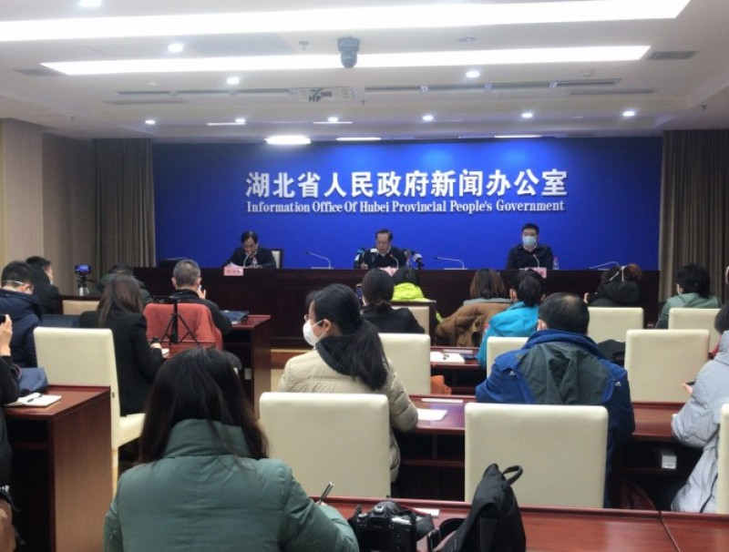 At a press conference on Sunday, Hubei officials were criticised for giving wrong information and misuse of surgical masks. (CNS)