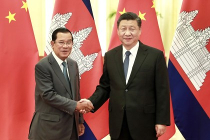 Chinese President Xi Jinping with Cambodian Prime Minister Hun Sen at the Great Hall of the People, 5 February 2020. (Xinhua)